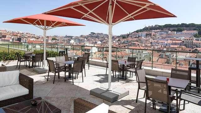 Escapada romántica en habitación superior en el barrio más top de Lisboa, el Chiado