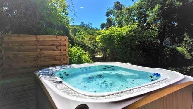 1 Accès au bain bouillonnant extérieur