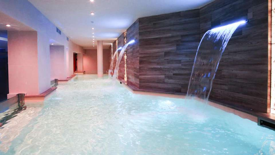 Hotel Columbia Wellness & Spa - EDIT_POOL_06.jpg