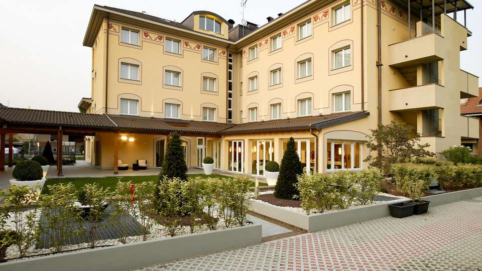 Virginia Palace Hotel - EDIT_FRONT_01.jpg