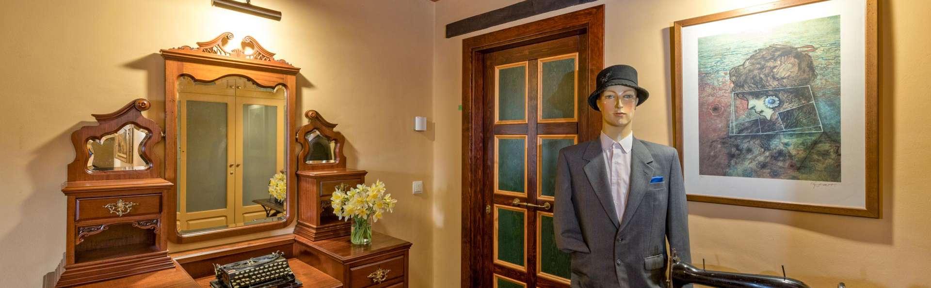 Hotel Cal Sastre - EDIT_LOBBY_02.jpg