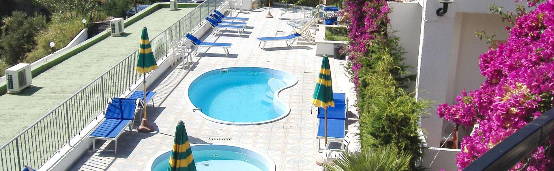 Hotel Castiglione Village - EDIT_POOL_01.jpg