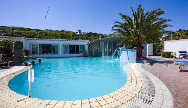 Vacanze ad Ischia: 7 notti in mezza pensione e spa a Forio!