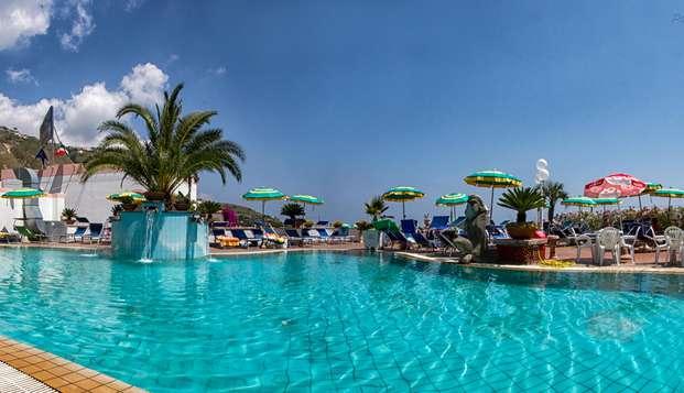 Relax nella meravigliosa Isola d'Ischia con SPA inclusa