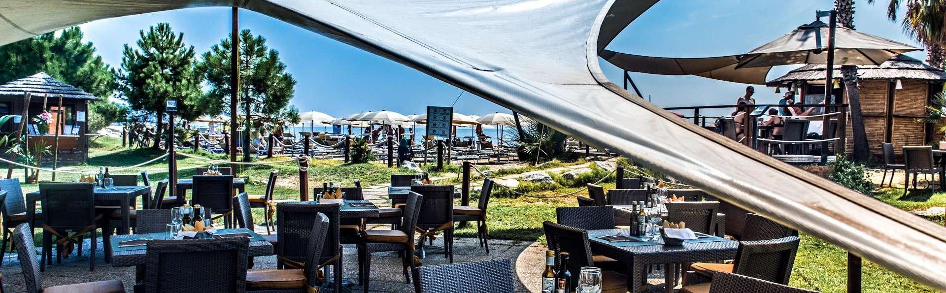 Aregai Marina Hotel & Residence - EDIT_TERRACE_05.jpg
