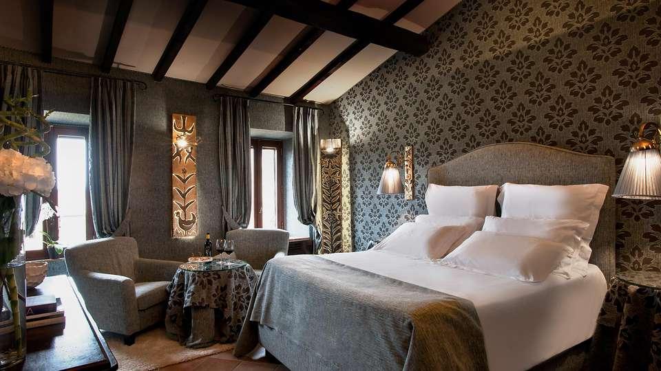 Castel Porrona Relais & Spa - EDIT_JUNIOR_SUITE_04.jpg