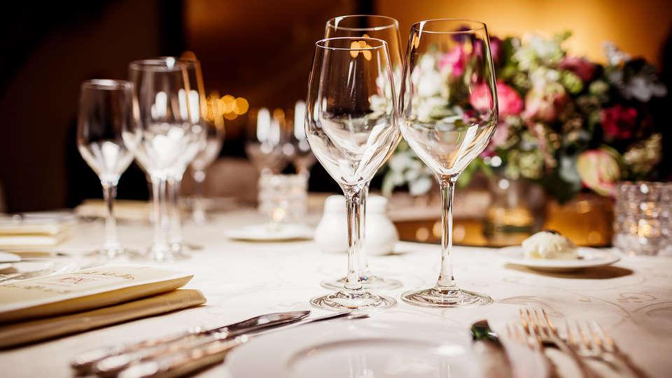 Van der Valk Hotel ARA  - Diner_wijnglazen.jpg