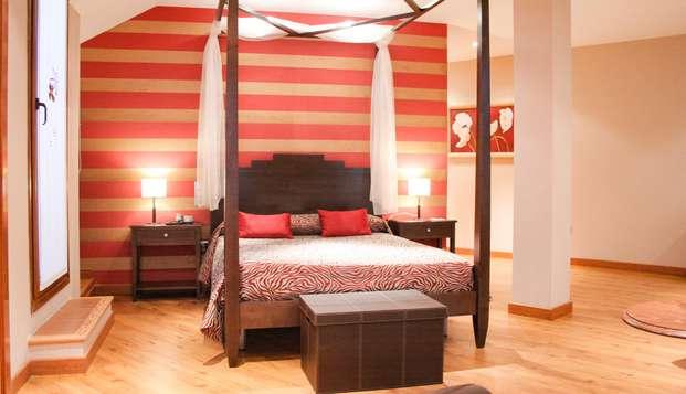 Escapada romántica: Suite con bañera hidromasaje en la habitación, en Baeza