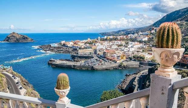 Escápate a Tenerife con desayuno incluido en Hotel con piscina y vistas al mar
