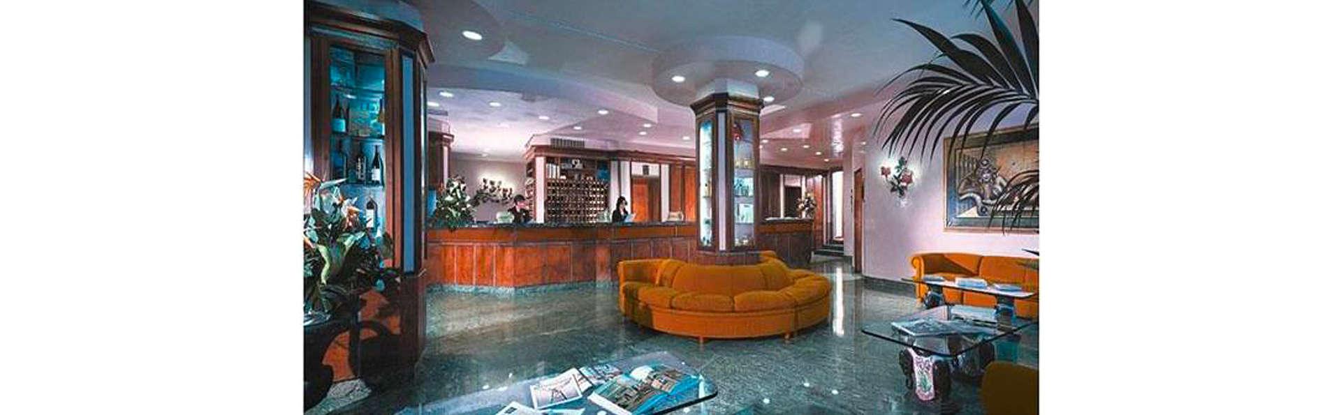 Best Western Grand Hotel Guinigi - EDIT_LOBBY_01.jpg