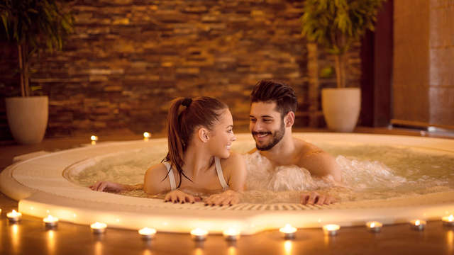 Ponte 1 novembre romantico in Toscana con upgrade, cena per due e spa