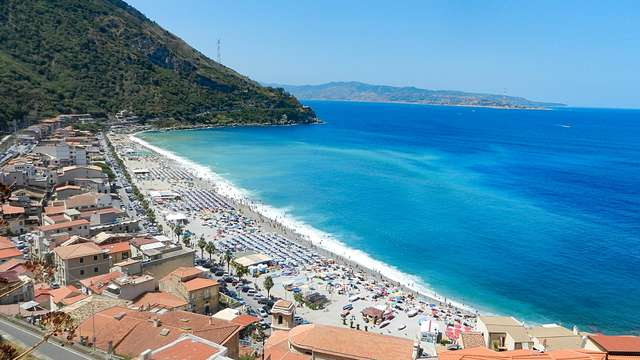 Vacanza sulla Costa Viola in un resort con vista panoramica