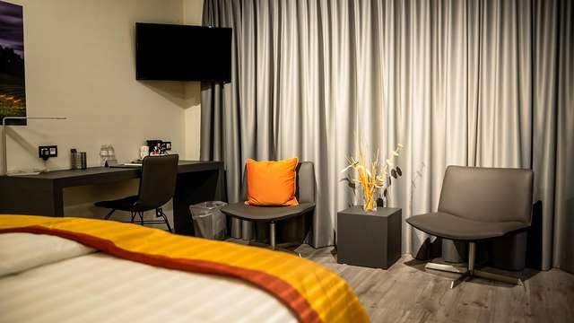 1 noche en suite confort vista a la ciudad para 2 adultos