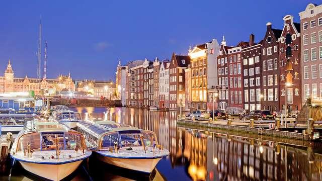 Ambiance décontractée et design dans la banlieue d'Amsterdam