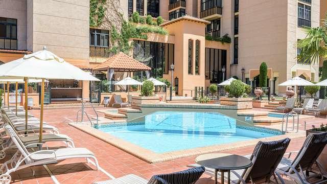 Escapada en un precioso hotel con piscina en Granada cerca del Reino Nazarí