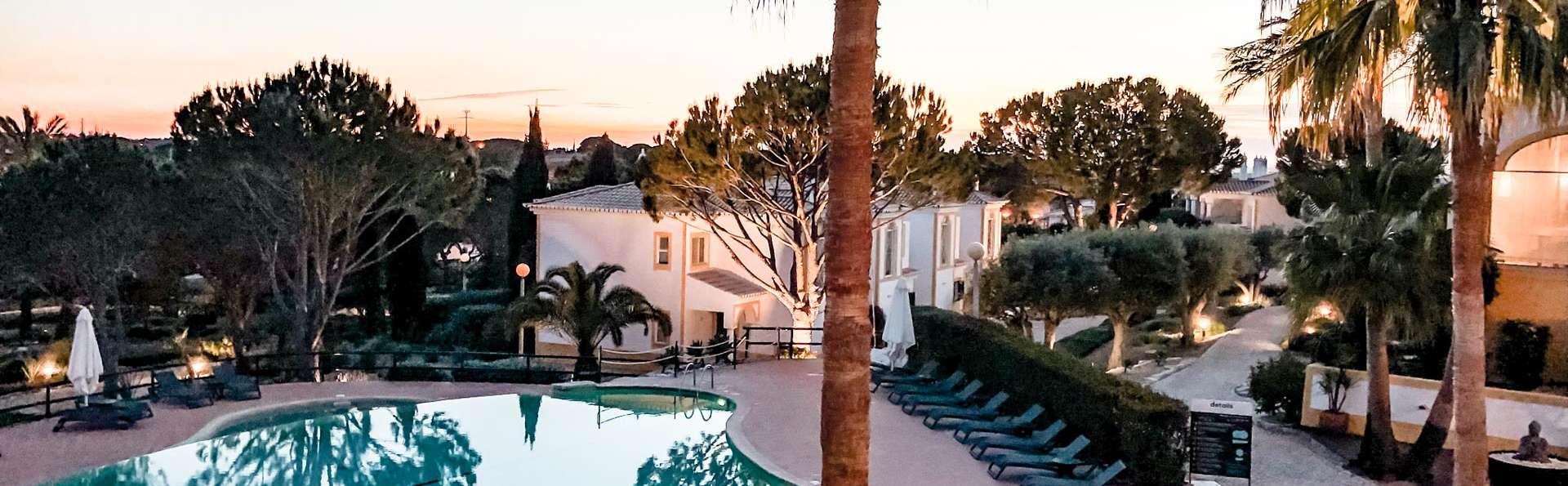 Amour dans l'air: dîner romantique aux chandelles en Algarve (à partir de 2 nuits)
