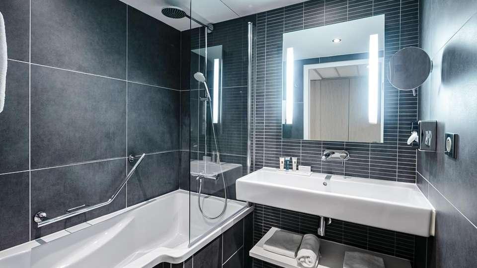 Hôtel les bains de Cabourg & Spa by Thalazur - EDIT_BATHROOM_01.jpg