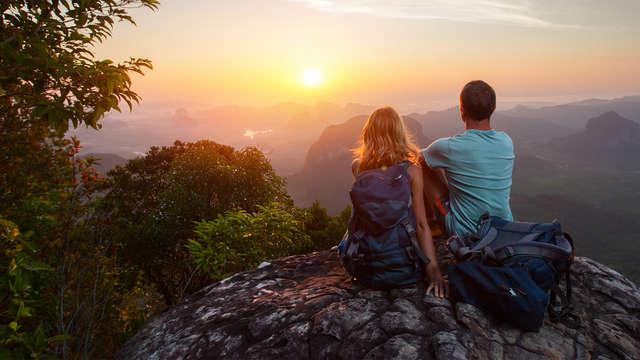 Romantisme avec vue sur les montagnes : piscine thermale, cava et chocolat en pleine nature