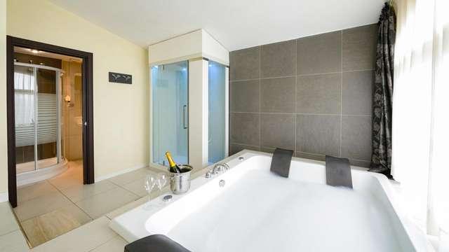 Champagne y bañera de hidromasaje para una escapada romántica de excepción a las puertas de Pistoia