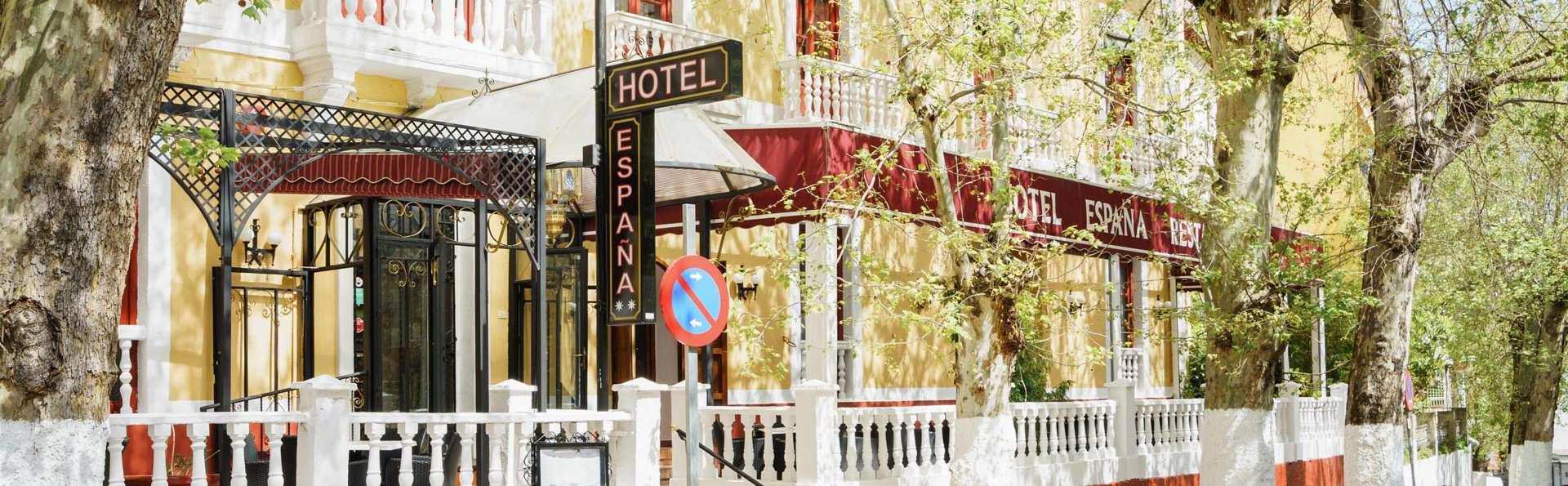Oyo Hotel España - EDIT_FRONT_01.jpg