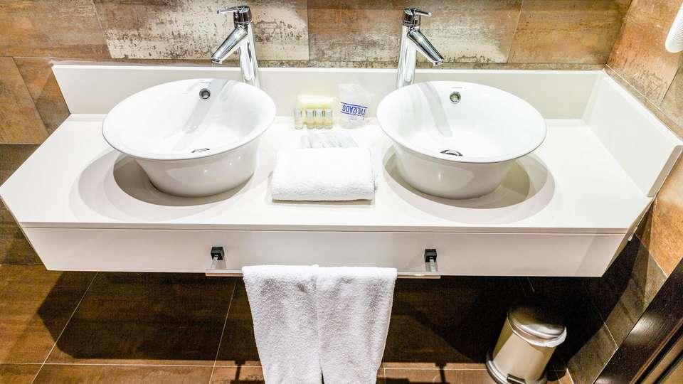 Hotel Spa Los Periquitos - EDIT_NEW_BATHROOM_01.jpg