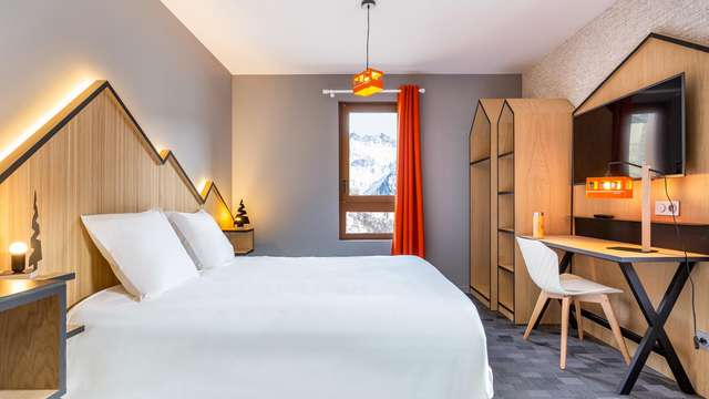 Hotel Base Camp Lodge