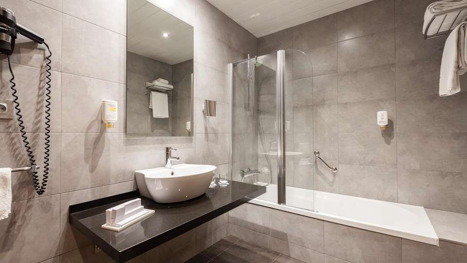 Hotel Gran Bilbao - EDIT_BATHROOM_01.jpg