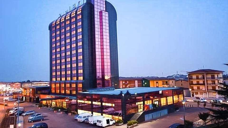 Montresor Hotel Tower - EDIT_FRONT_01.jpg