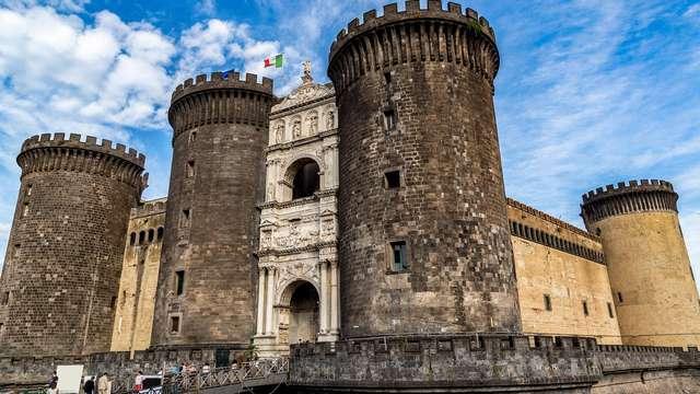 Recorre las calles históricas de Nápoles