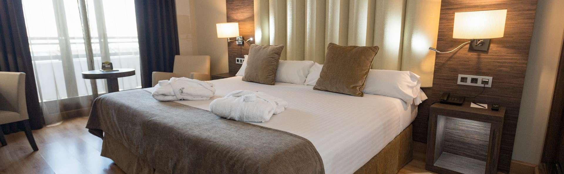 Week-end à Grenade dans un hôtel 4 étoiles central avec accès à la piscine intérieure et à la salle