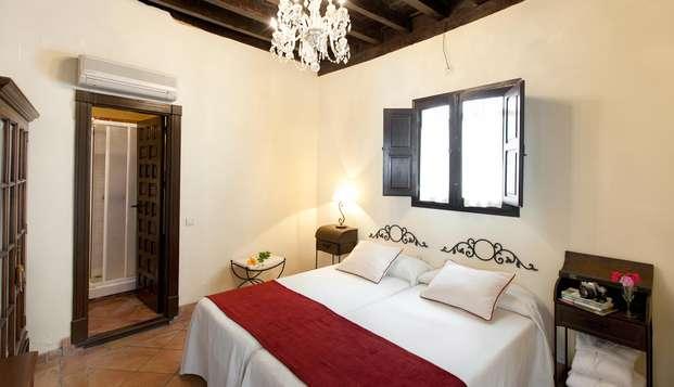 Escapada Romántica con botella de vino y decoración especial en Granada