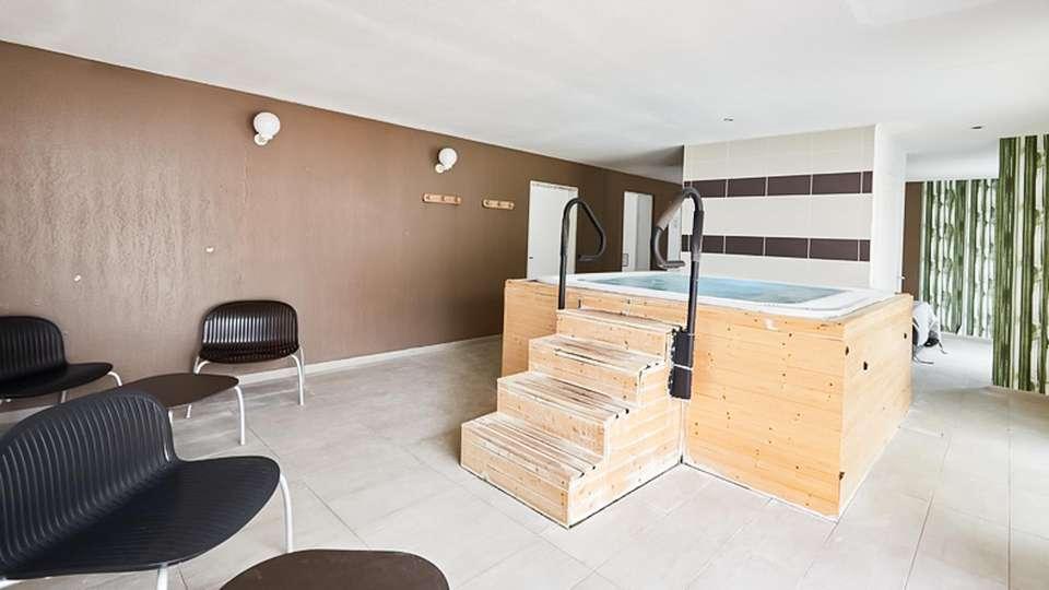 Vacanceole Domaine de la Corniche Deauville Sud - EDIT_NEW_JACUZZI_02.jpg