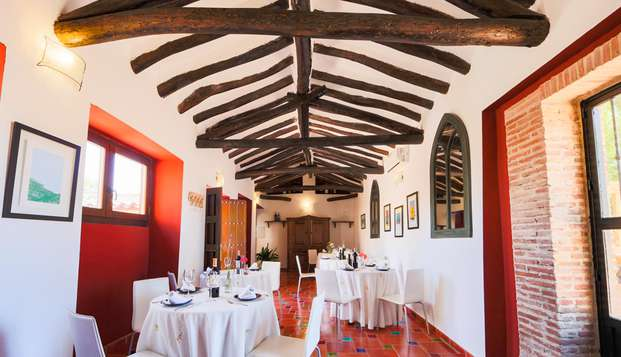 Escapada con cena en un hotel con encanto cerca de Antequera con piscina