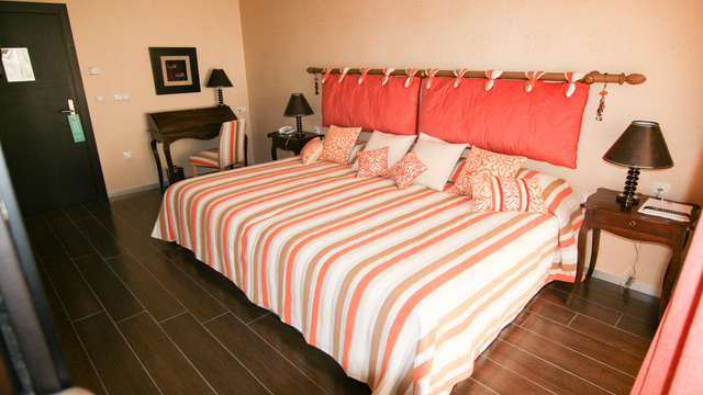 Lujo & relax: escapada en suite temática con jacuzzi privado y Spa en Peñíscola