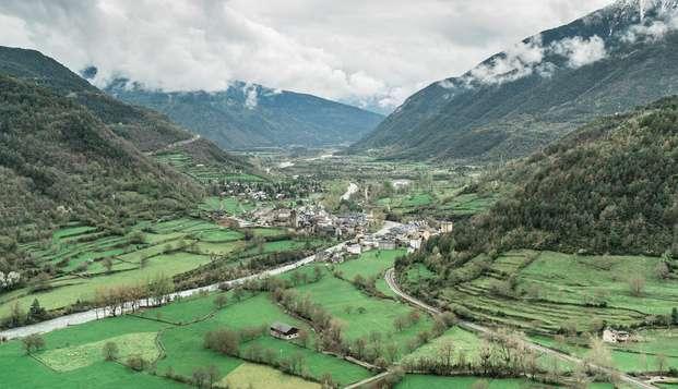 Encanto a los pies de los Pirineos en Fiscal con desayuno y cama doble