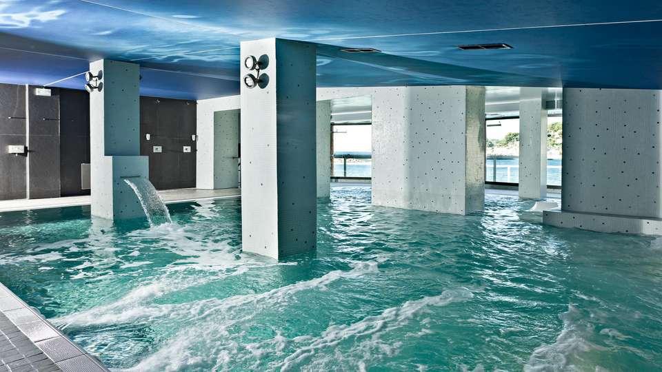 Hôtel Île Rousse & Spa by Thalazur - EDIT_POOL_01.jpg
