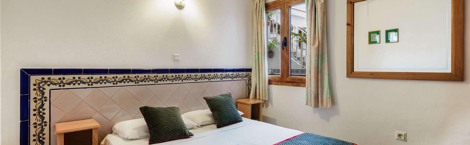 Profitez de la côte méditerranéenne dans un hôtel traditionnel de Nerja