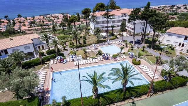 Offerta nella Riviera dei Cedri: soggiorno in pensione completa e con accesso spiaggia