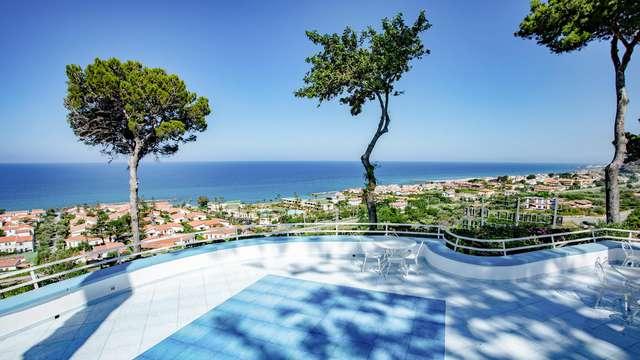 Vacanza a Belvedere Marittimo in un elegante resort 4* sulla costa