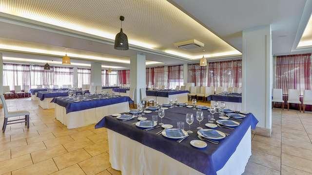OYO Santana Hotel Restaurante