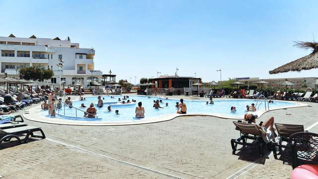 Escápate a Cabo de Gata muy cerca del mar con spa incluido y niño gratis