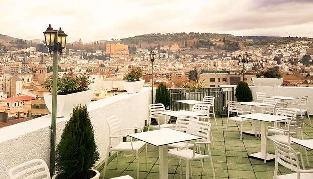 Verano en pleno centro de Granada con coctail en terraza y salida tardía incluida
