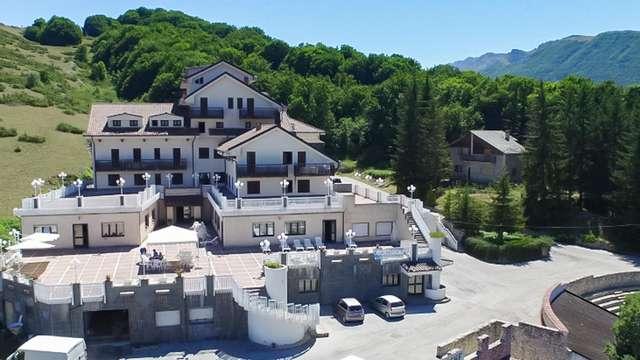 Hotel 4* in montagna a Rocca di Mezzo con piscina interna ed esterna!