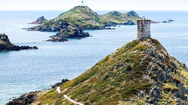 Un hôtel en bord de mer, mais pas n'importe où: en Corse!