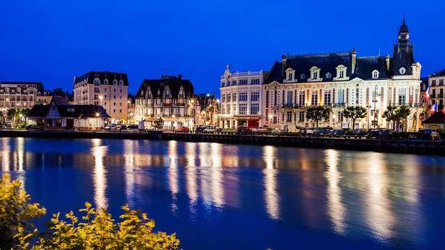 Pause romantique sur la plage de Deauville