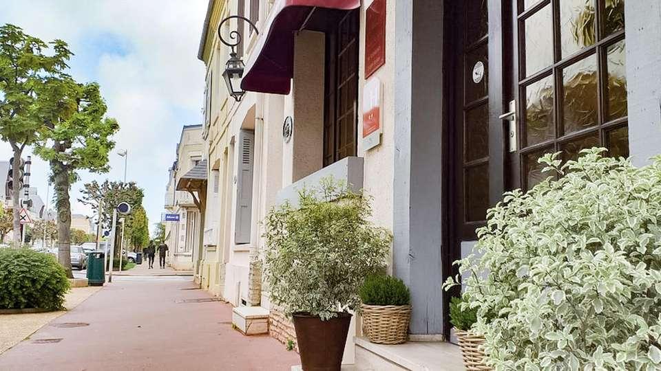 Hôtel Le Chantilly - EDIT_FRONT_02.jpg