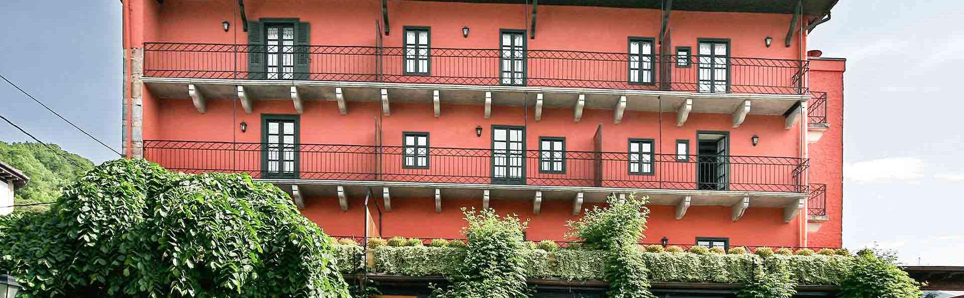 Hotel Churrut - FACHADA_SUR.jpg