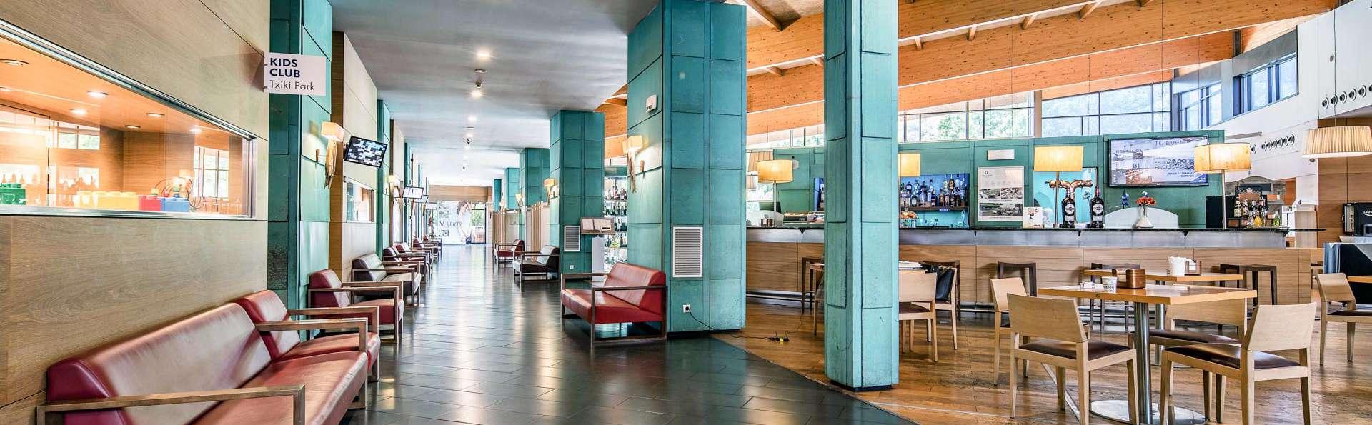 Hotel Puerta de Bilbao - EDIT_N2_LOBBY_01.jpg