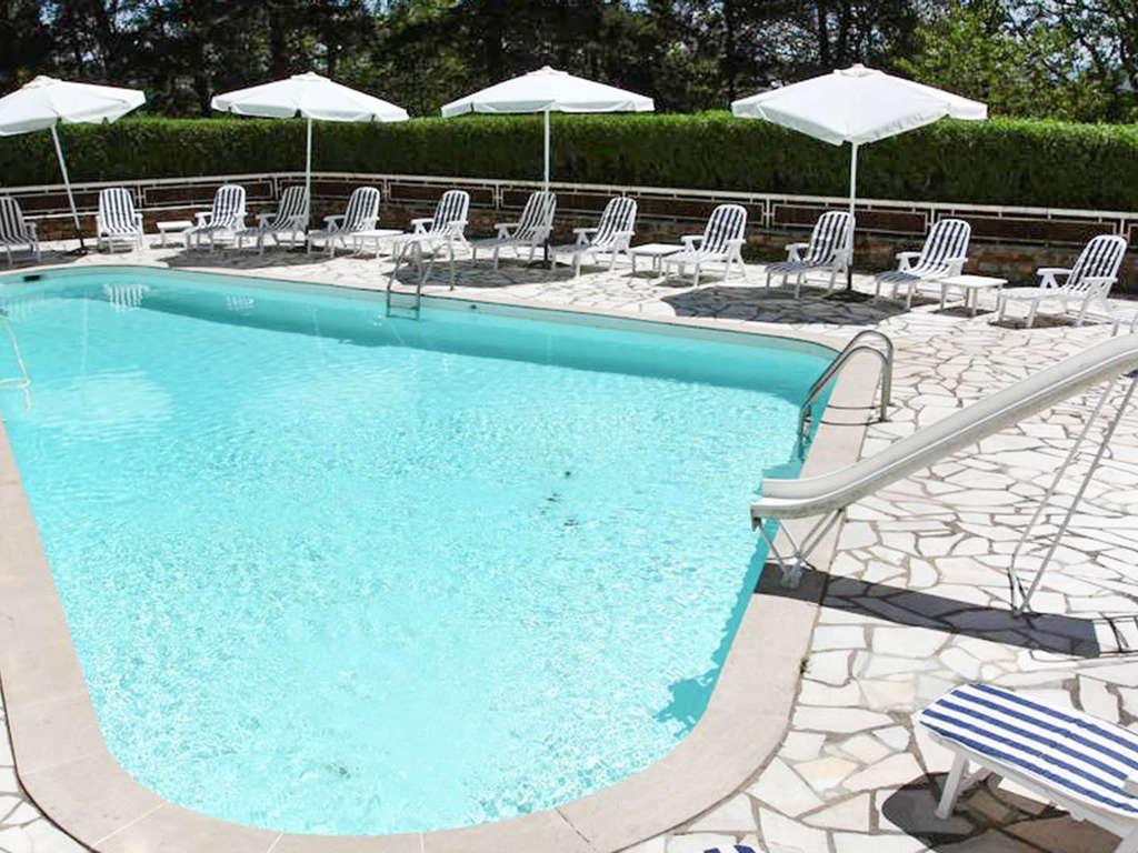 Séjour France - Découvrez les jolis paysages du Ségala depuis la piscine  - 3*