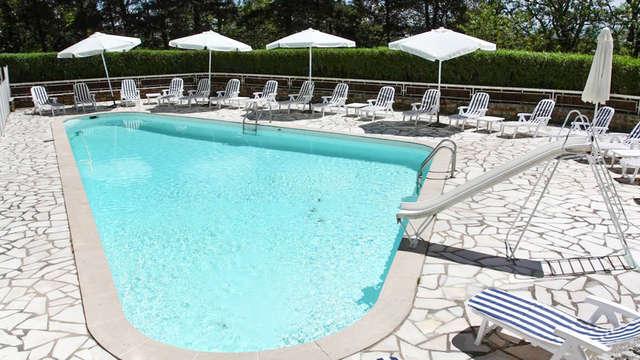 Découvrez les jolis paysages du Ségala depuis la piscine